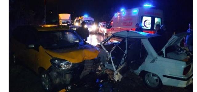 Erbaa'da taksi ile otomobil çarpıştı: 6 yaralı