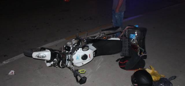 Erbaa'da hafif ticari araçla motosiklet çarpıştı: 2 yaralı