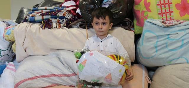 5 yaşındaki Mustafa, yangın bölgesindeki çocuklara oyuncaklarını gönderdi
