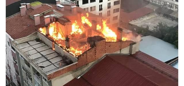 Apartman çatısında yangın