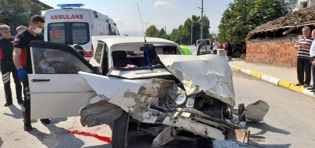 Erbaa'da otomobil TIR'a çarptı 1 yaralı