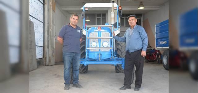 Babasının ihtiyaçtan sattığı traktörü 35 yıl sonra geri aldı