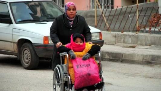 Engelli Kızını Götürüp Beklediği Okulda, Geçici İşçi Oldu