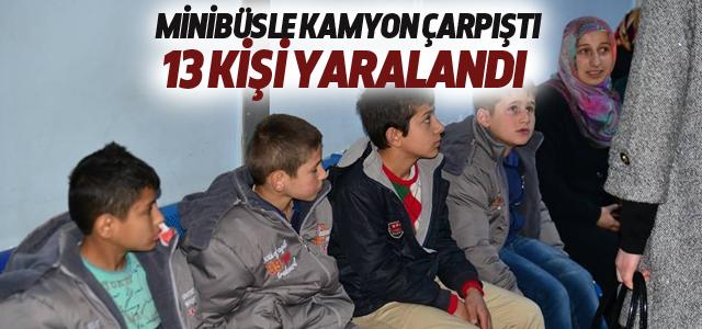 Erbaa'da Minibüsle Kamyon Çarpıştı: 13 Yaralı