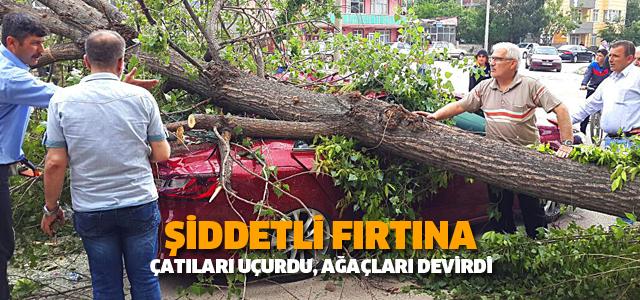 Erbaa'da şiddetli fırtına çatıları uçurdu: 2 yaralı