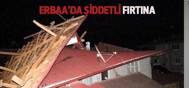 Erbaa'da Şiddetli Fırtına Çatıları Uçurup, Ağaçları Devirdi