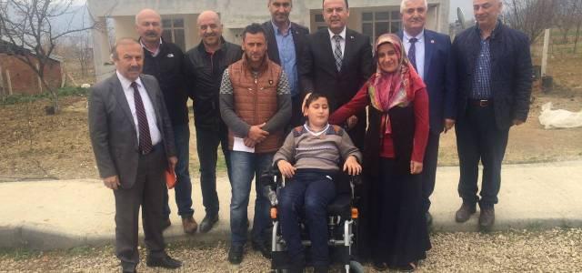 Kaymakam Karacan'dan 2 engelliye akülü araç