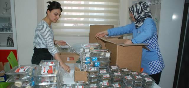 Mardin'de Görev Yapan Asker ve Polise Yaprak Sarma