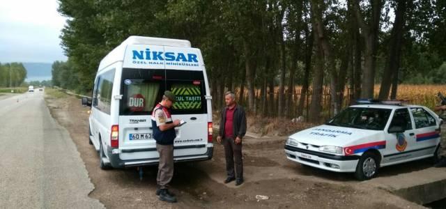 Niksar İlçe Jandarma ekipleri öğrenci servislerini denetledi