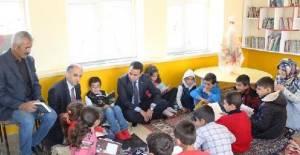 Kaymakam Baytok, öğrenciler ile kitap okudu