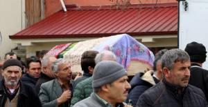 İstanbul'da aynı gün ölen iki kadın, Erbaa'da toprağa verildi