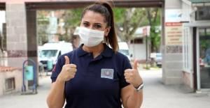 Koronavirüsü yenen Özlem hemşire, alkışlarla göreve başladı
