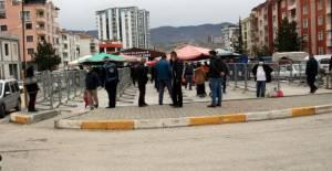Tokat'ta, zabıtadan pazar yeri girişinde ateş ölçümü