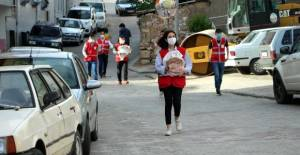 Tokat'ta Kızılay, günlük 600 pide dağıtıyor
