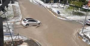 Tokat'ta dolu etkili oldu, yollar göle döndü
