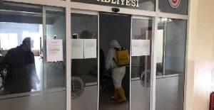 Mübaşirde koronavirüse rastlandı, 1'i hakim 5 kişi evlerinde gözetime alındı