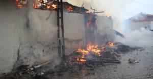 Tokat'ta ahşap evde yangın çıktı, 5 eve sıçradı
