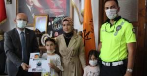 Niksar'da resim yarışmasında dereceye girenlere ödülleri verildi