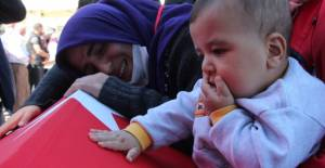 El Bab şehidi Yiğit'e, 6 aylık oğlundan son veda