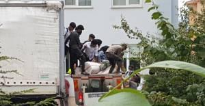 TIR'da saman balyalarının arkasına gizlenen 69 kaçak göçmen yakalandı