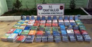 Jandarma ekipleri 419 kaçak kitap yakaladı