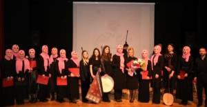 İlahiyatçı hanımlardan tasavvuf musikisi konseri