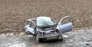 Tokat'ta cenaze törenine gidenleri taşıyan otomobil devrildi: 3 yaralı