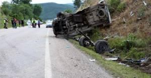 Niksar'da tanker ile minibüs çarpıştı: 1 ölü, 5 yaralı