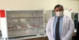 Öğretmenler, maskeler için ultraviyole sterilizasyon cihazı üretti