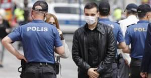 Polis ekiplerinden maske denetimi