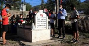 Hüseyin Akbaş'ın mezarı karşısındaki merkezde, yeni güreşçiler yetişiyor