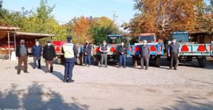 Erbaa İlçe Jandarma'dan traktör sürücülerine reflektör bilgilendirmesi