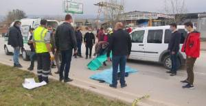 Motosikletin bisiklete çarpmasıyla 1 kişi öldü, 2 kişi yaralandı; kaza kamerada
