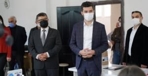 Erbaa'da, günlük 10 bin maske üretilen okula belediyeden destek