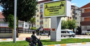 Turhal Belediyesi'nden bisiklet ve motosikletler için farkındalık afişi