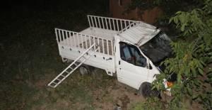 Erbaa'da Kamyonet tarlaya uçtu 1 yaralı