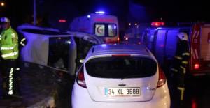 Erbaa'da iki otomobil kavşakta çarpıştı: 5 yaralı