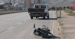 Erbaa'da kamyonetin çarptığı motosiklet sürücüsü yaralandı