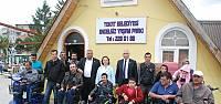 Engelli Gence Akülü Tekerlekli Sandalye
