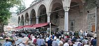Ramazan'ın son cumasında vatandaşlar camilere akın etti